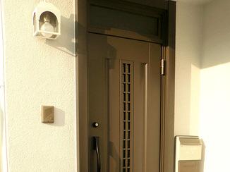 エクステリアリフォーム 玄関ポーチ補修にあわせて安全性の高いドアに交換