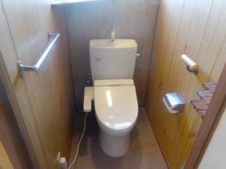 トイレリフォーム ホワイトカラーが際立つ落ち着いたトイレ空間