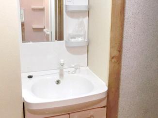 洗面リフォーム 洗面室を広げ、便利な洗面台を設置