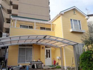 外壁・屋根リフォーム イメージ通りの色の外壁塗装と大きなカーポートの設置