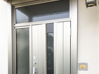 エクステリアリフォーム 防犯性と機能性を上げたリモコン付き玄関ドア