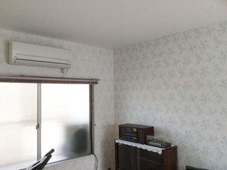 小工事 ツートーンの壁紙で長く使える部屋に