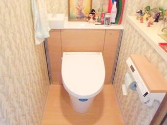 トイレリフォーム 明るい雰囲気の収納も増えたトイレ