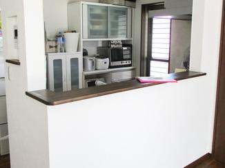 小工事 リビングへの水はねをふせぐキッチンカウンター