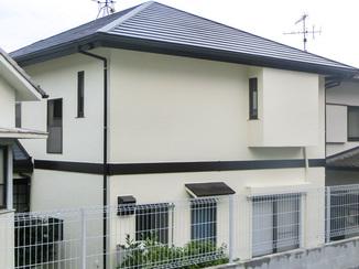 外壁・屋根リフォーム 温水器を外した後の屋根と外壁のメンテナンス