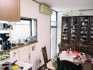 小工事 天井と壁を清潔感のある白に揃えたダイニングキッチン