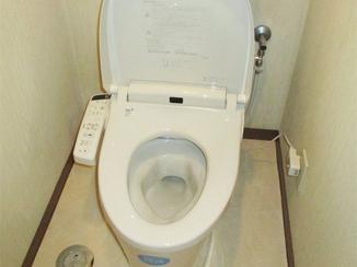 トイレリフォーム 掃除のしやすいシンプル機能なシャワートイレ