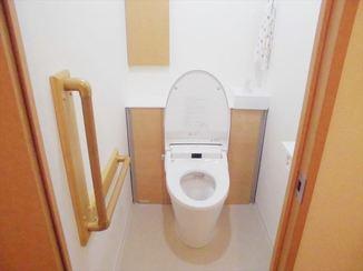 トイレリフォーム 明るい室内でお手入れのしやすいトイレ