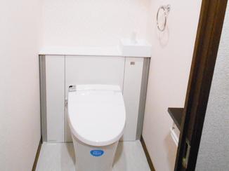 トイレリフォーム アクセントクロスで可愛く爽やかなトイレ空間