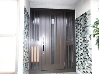 エクステリアリフォーム お家の顔である玄関を一新!重厚な雰囲気に