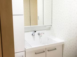 洗面リフォーム トールキャビネットで収納力アップ!スッキリ使いやすい洗面