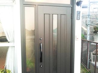 エクステリアリフォーム 把手を大きく使いやすく。2ロックで防犯性も高い玄関ドア