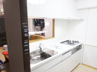 キッチンリフォーム 使い勝手とお子様とのコミュニケーションを配慮したキッチン