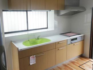 キッチンリフォーム シンクの色がかわいい!爽やかなイメージが広がるオール電化キッチンに