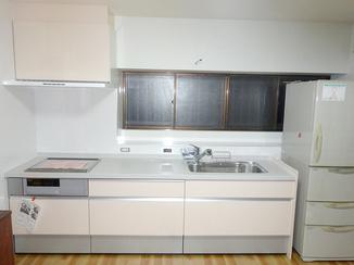 キッチンリフォーム 背が低くても作業がしやすく、使い勝手が良くなったキッチン
