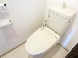 トイレリフォーム 内装やアクセサリーを新しく、見違えるようにキレイになったトイレ