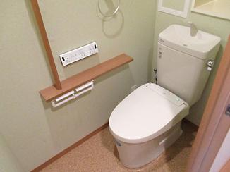 トイレリフォーム お掃除がしやすく汚れも目立ちにくいトイレ