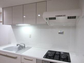 キッチンリフォーム I型へ変えてコンパクトにし、空間にゆとりを持たせたキッチン