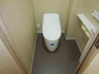 トイレリフォーム お値打ちに、かつ引き締まった印象に仕上げたトイレ