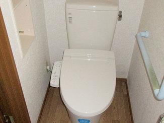 トイレリフォーム クリーム系の色で明るくなったトイレ空間