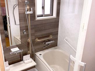 バスルームリフォーム 安全性を第一に、断熱性能を高めバリアフリーにしたバスルーム