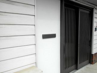 エクステリアリフォーム 傾きを水平に直し、鍵がしっかりかかるようになった玄関ドア
