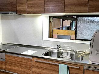 キッチンリフォーム パネル張りでお手入れしやすいキッチン